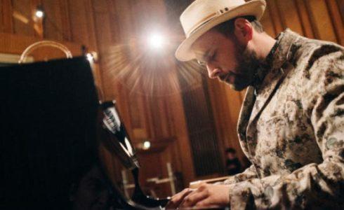 Aron Ottignon am Klavier Foto Kien Hoang