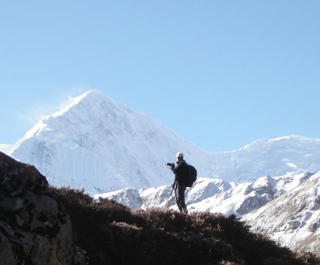 Vor dem Annapurna Massiv. Wie so oft: fotografierend.